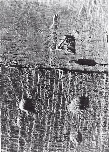 Fig. 13 - Burcht met handjes en ingeslagen merk van Ambrosius Engelants (cat. nr. 224) (foto: J. Van Damme).